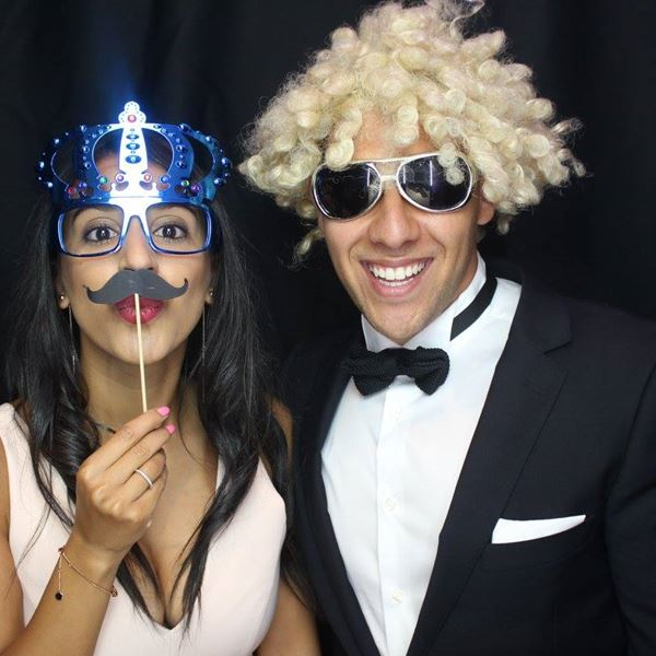 Where to get a cheap photo booth Melbourne wide with fabulous features?
