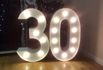 30-number-light-up-birthday-party-hire