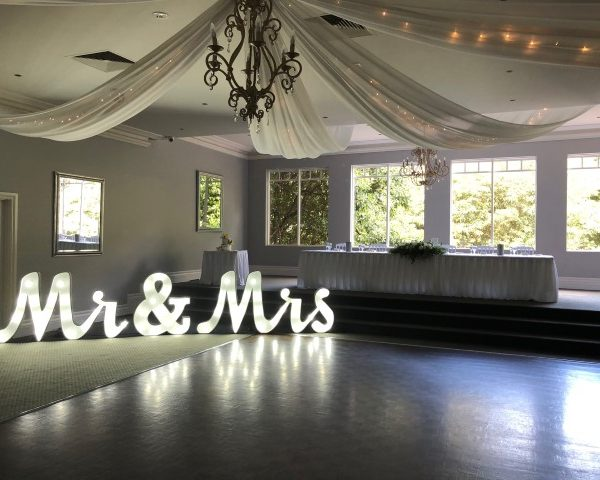Mr&Mrs-giant-marquee-letter-hire-Melbourne